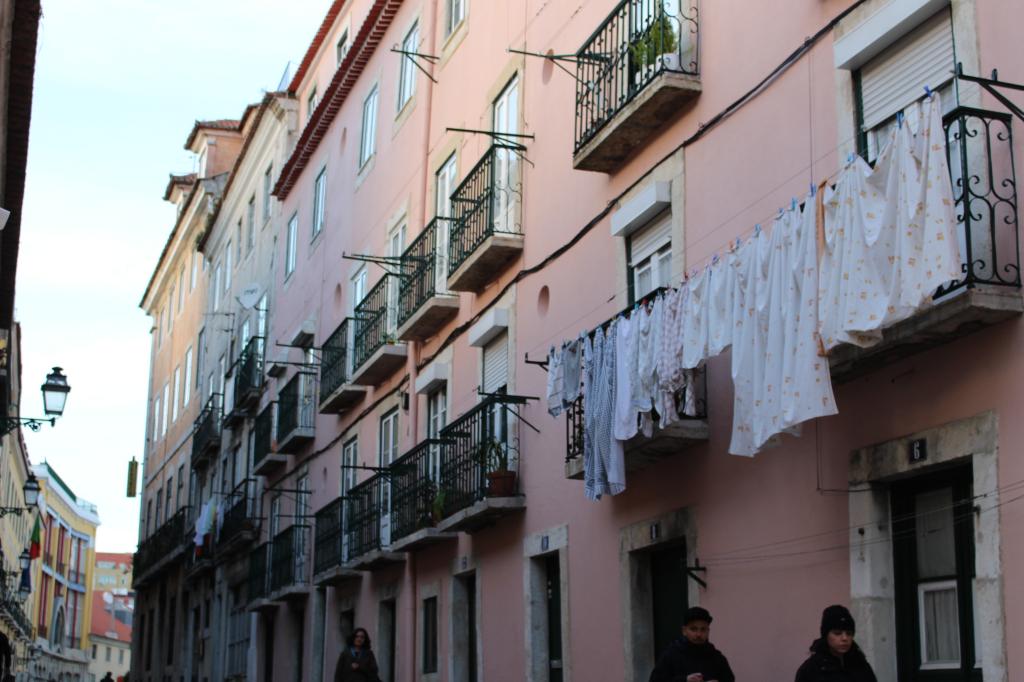 Lisbonne bairro_alto_facade1_mademoiselle-e