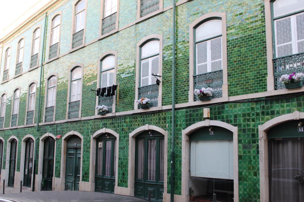Lisbonne bairro_alto_facade2_mademoiselle-e