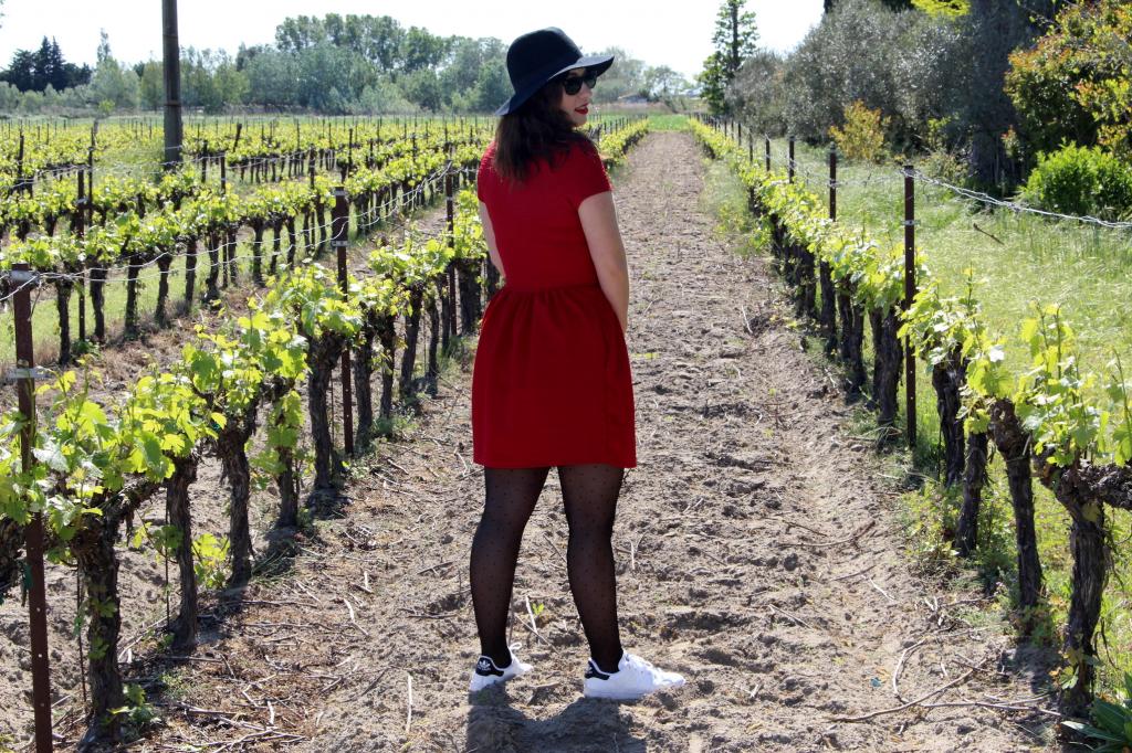 rouge et stan smith dans la vigne_mademoiselle_e