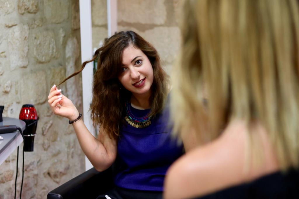 cours de coiffure technique 1 une jolie boucle_mademoiselle-e