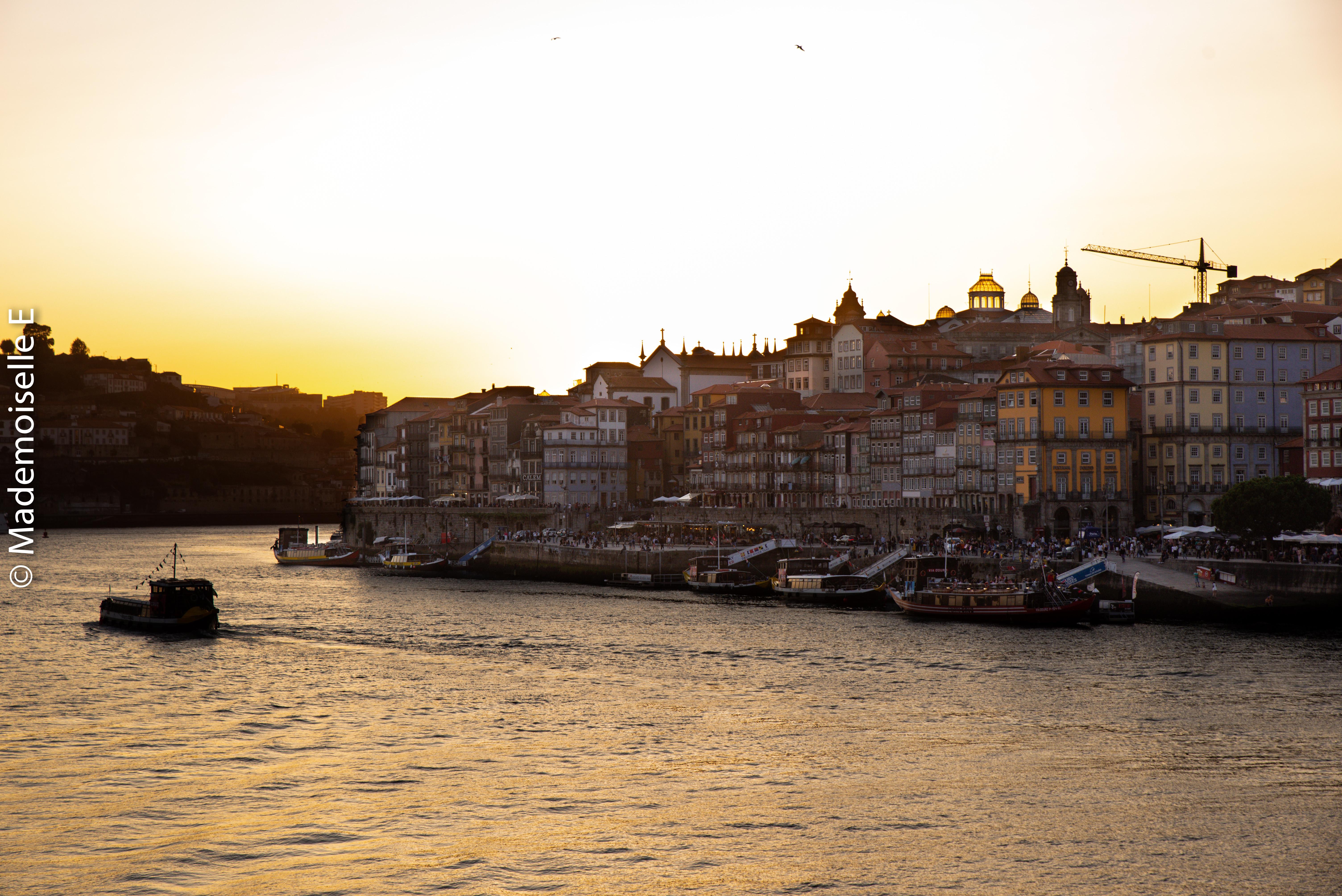 city_guide_porto_quais_de_la_Ribeira_coucher_soleil_mademoiselle