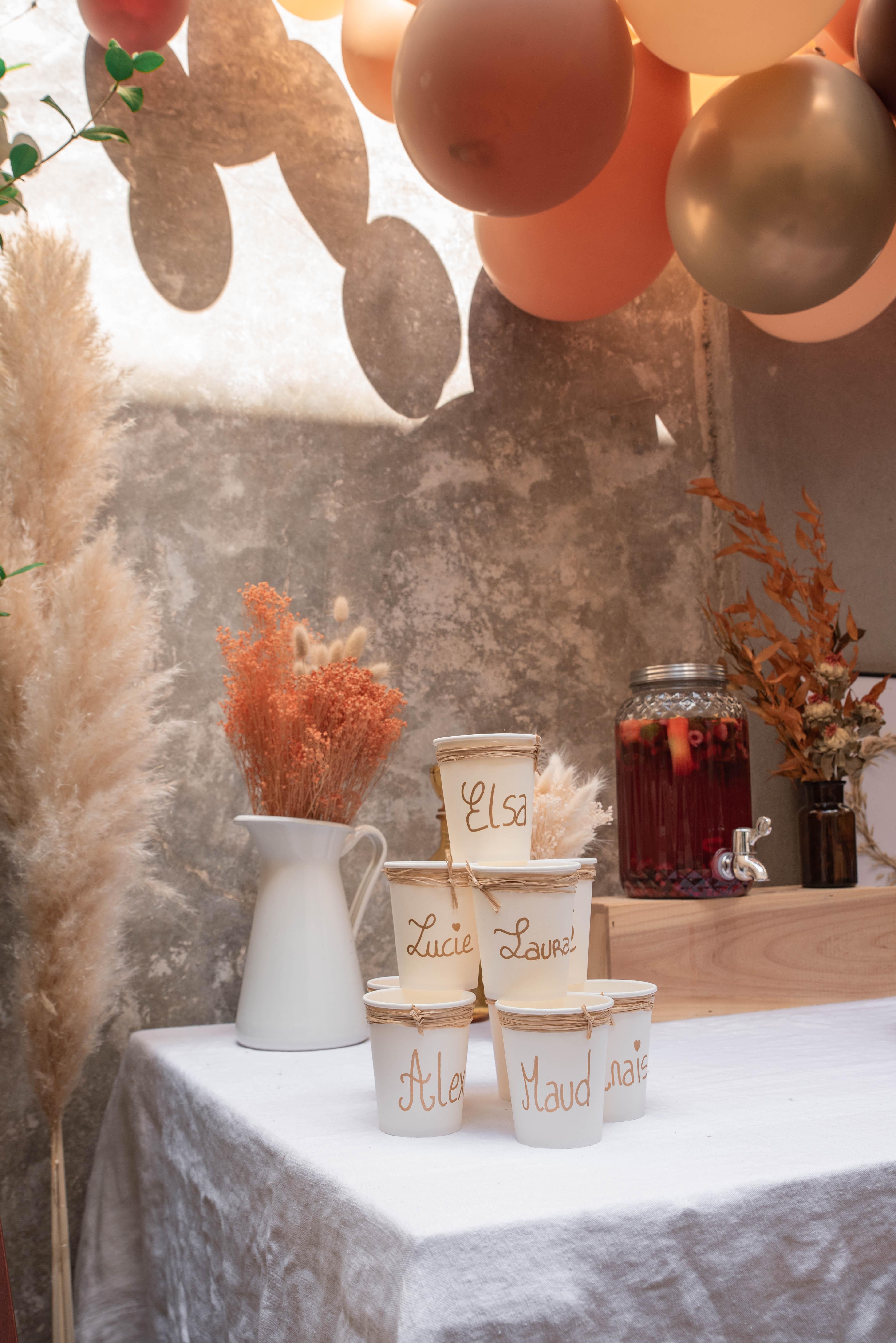 Comment-organiser-une-Baby-Shower-customiser-verres-invitées-mademoiselle-e