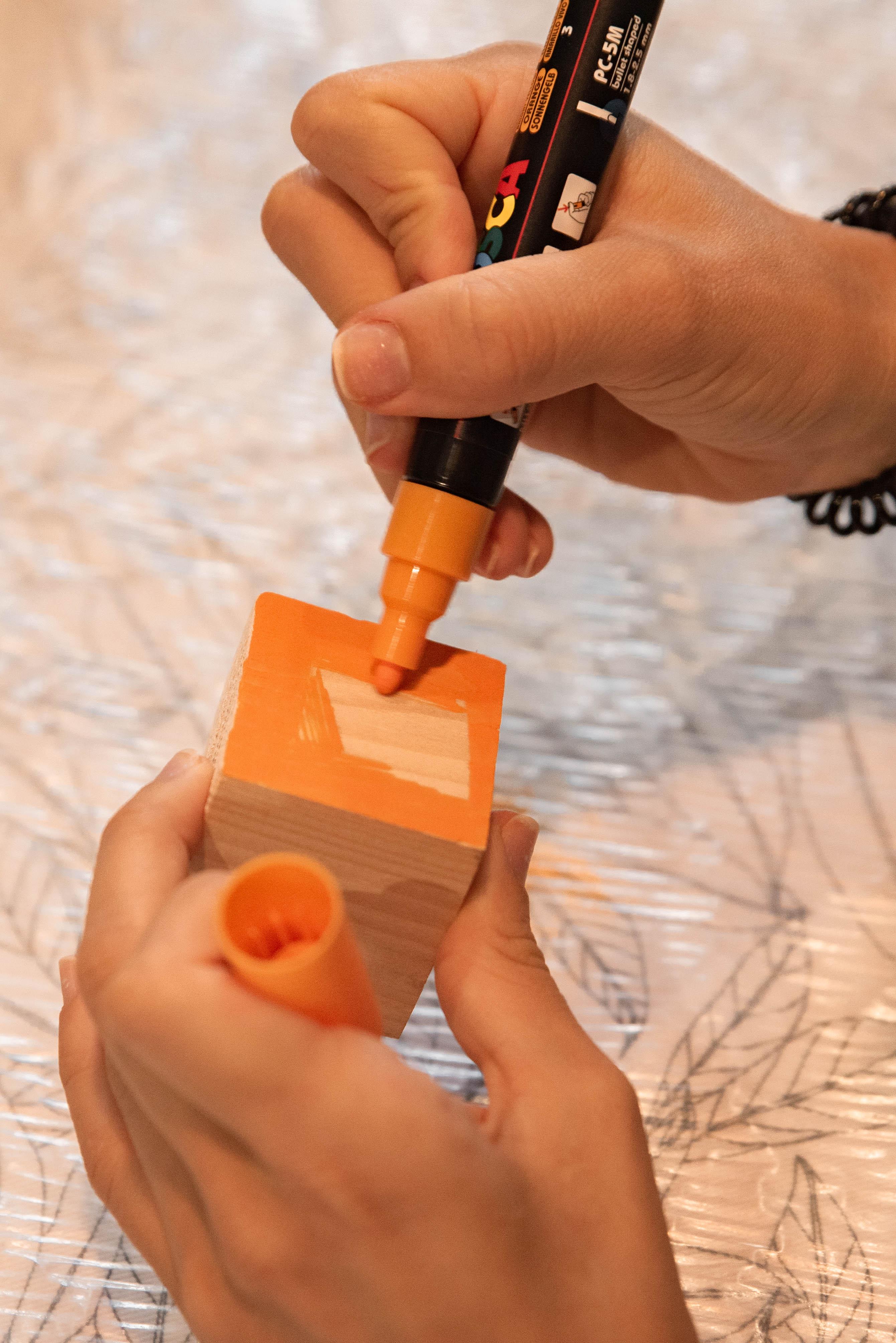 Comment-organiser-une-Baby-Shower-customiser-cubes-bois-mademoiselle-e